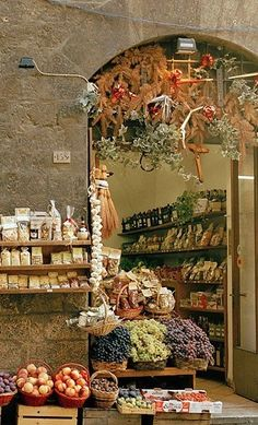Siena, Italy... mom and I were in this shop!!! the spices smelled really strong...Omgosh. wonderful memories! <3