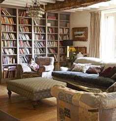 Bookcases in Farrow & Ball's Charleston Gray and love the chandelier. photo from Homes & Antiques Farrow And Ball Paint, Farrow Ball, Beautiful Houses Interior, Beautiful Homes, Living Room Bookcase, Reading Nook, Country Life, Bookshelves, Sweet Home