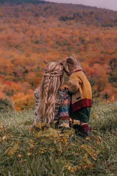 A Beautiful October Day in Vermont - Barefoot Blonde by Amber Fillerup Clark Photographie Blonde, Amber Fillerup Clark, Diane Arbus, Barefoot Blonde, Autumn Cozy, Cute Family, Fall Photos, Mommy And Me, Baby Pictures