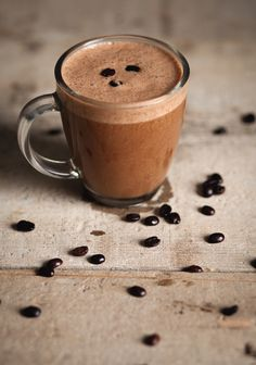 """Chocolate Cappuccino Smoothie When a regular coffee isn't enough """"Trois fois par jour"""" Fruit Smoothies, Healthy Smoothies, Smoothie Recipes, Smoothies Coffee, Chocolate Smoothies, Italian Hot, Coffee Pods, Coffee Cafe, Coffee Beans"""