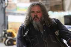 Image from http://cdn.collider.com/wp-content/uploads/sons-of-anarchy-season-7-mark-boone-junior.jpg.