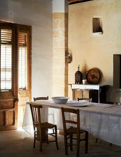 table  French By Design: Weekend escape : Ethnic minimalism