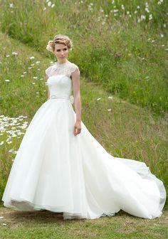 Daphne-long-wedding-dress