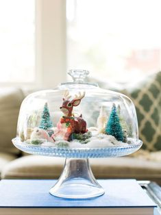 Christmas DIY: Illustration Description Add instant space for holiday decor by transforming a clear glass cake stand into a festive snow globe. Simple Christmas, Christmas Crafts, Christmas Decorations, Christmas Ideas, Holiday Decorating, Holiday Ideas, Holiday Fun, Baptism Decorations, Christmas Tree