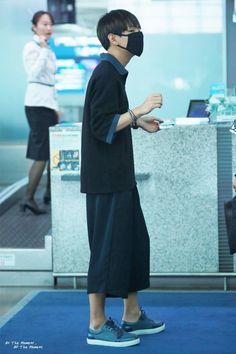 BTS V/Taehyung airport fashion