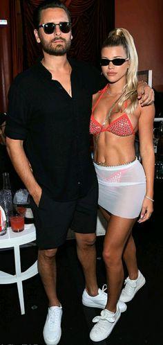Sofia Richie's Pink Sequin Bikini At Encore Beach Club in Las Vegas — Style Representative Sofia Richie, Jasmine Sanders, Sequin Bikini, Red Bikini, Bikini Clad, Beau Scott, Kardashian, Festival Make Up, Venice Film Festival