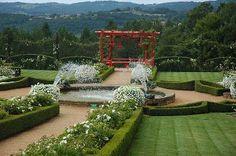 """Au cœur de la Dordogne, le manoir d'Eyrignac abrite l'un des plus beaux jardins de France. Les Jardins du Manoir d'Eyrignac sont classés """"Jardin remarquable"""" et font également partie de l'association """"Les Plus Beaux Jardins de France""""."""