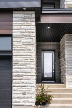 Urban and modern, Rinox's Lima stone harmonizes perfectly with current architectural trends. Multi Family Homes, Cottage Exterior, Contemporary Classic, House Stairs, Wall Cladding, Stone Tiles, Dream Homes, Lima, Modern Architecture