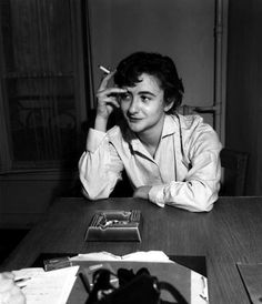 Castel: la discoteca delle star di ieri (e di oggi) Françoise Sagan, Wit And Wisdom, Writers And Poets, Bw Photography, Fashion Photography Inspiration, Aesthetic Photo, Artist At Work, Pretty Face, Literature
