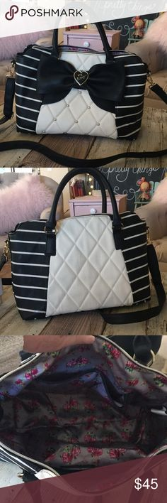 Betsey Johnson Purse Black and white Gently used still in great condition!!! Black and white Betsey Johnson Purse with removable shoulder strap.  Approx 14x10. Smoke free home. Betsey Johnson Bags