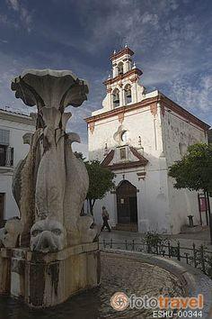 Plaza de la Constitución y la ermita de la Trinidad. Poblacion de ALMONASTER LA REAL. Sierra de Aracena. Huelva. Andalucia.Spain