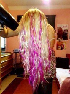 Long platinum blonde hair with peekaboo hot pink highlights.looks like Barbie hair. Pink Blonde Hair, Bleach Blonde Hair, Blonde With Pink, Blonde Color, Beach Blonde, Red Color, Love Hair, Gorgeous Hair, Jennifer Lopez