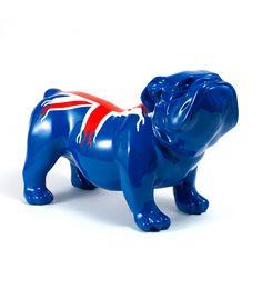 Statue Bulldog UK - Animal en resine - 62 x 37 x 25 cm Description du modèle :Bulldog anglais, couleur bleu verni avec drapeau du Royaume-uni, peint àla mainCaractéristiques :Référence du modèle : ART014Marque : Anim'ArtDimensions : 62 x 37 x 25 cm (Longueur x hauteur x largeur)Poids : 4,20 Kg