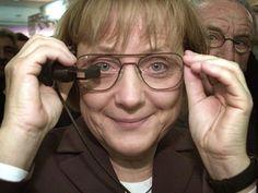 Merkel auf Messe-Rundgang: Kanzlerin looking at Cebit-things - SPIEGEL ONLINE - Nachrichten - Netzwelt