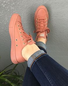 These Sneakers are really awesome. adidas, sneakers best sneakers, best sneakers 2019 , sneaker best sneakers 2019 womens, hottest sneakers best shoes best sneakers of all time Source by cómodos mujer 2019 Sneaker Outfits, Converse Outfits, Mode Converse, Sneakers Mode, Best Sneakers, Converse Shoes, Sneakers Fashion, Fashion Shoes, Shoes Sneakers