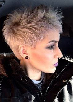 38 Short Pixie Haircuts for Thick Hair – Get Your Inspiration for 2019 – Short Pixie Cuts - Coole Kurzhaarfrisuren Girls Short Haircuts, Short Hairstyles For Thick Hair, Very Short Hair, Pixie Hairstyles, Short Hair Cuts, Short Hair Styles, Pixie Cuts, Hairstyles 2018, Teenage Hairstyles