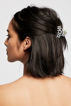 Hair Accessories Slide View Star Power Claw - This all-star hair claw is the perfect subtle statement that also easily secures strands. Clip Hairstyles, Pretty Hairstyles, Stylish Hairstyles, Hairdos, Star Hair, Hair Claw, New Haircuts, Hair Jewelry, Hair Looks