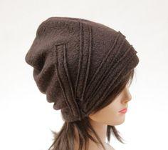 czapka -brązowa z paskami