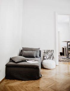 Minimalist Scandinavian space with a linen chaise longue Small Room Interior, Room Interior Design, Chevron Floor, Ikea Sofa, Minimalist Scandinavian, Sofa Covers, One Bedroom, Simple House, Home Staging