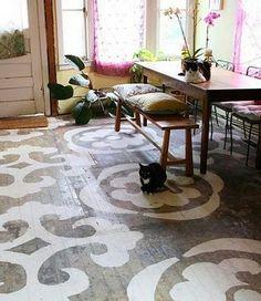 Dining+Room+-+decor+-+interior+design+-+bohemian+-+eclectic+-+Dining+Room+decor+and+design+-+painted+floor+art+via+flickr.jpg 346×400 Pixel