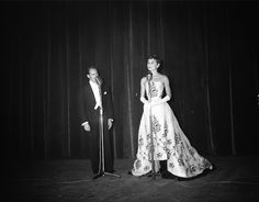 Audrey Hepburn and Mel Ferrer attending the Netherlands' premiere of Sabrina, November Audrey Hepburn wearing Givenchy dress from the movie. Audrey Hepburn Pictures, Audrey Hepburn Style, Classic Hollywood, Old Hollywood, Hollywood Sign, She's A Lady, British Actresses, My Idol, Vestidos