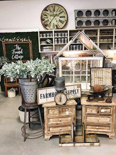 The found cottage grand re-opening! farmhouse and cottage st Farmhouse Style, Farmhouse Decor, Rustic Decor, Farmhouse Design, Antique Booth Displays, Vintage Store Displays, The Found Cottage, Vintage Market, Antique Stores