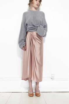 Love the sarong like draping in that charmeuse skirt. Look Fashion, Autumn Fashion, Fashion Outfits, Fashion Trends, Runway Fashion, Fall Outfits, Womens Fashion, Sarong Skirt, Silk Skirt