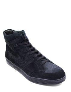 #Sneaker alta realizzata in morbida pelle scamosciata colore nero. Finiture a vista e colletto rinforzato. Design sportivo dal look capace di esaltare uno stile comodo e pratico. #MadeInItaly #Blake