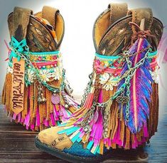 Clothes Boho Style - Stunning Design Ideas for Bohemian Style Shoes. Clothes Boho Style - Stunning Design Ideas for Bohemian Style Shoes. Bohemian Shoes, Bohemian Mode, Boho Gypsy, Bohemian Style, Hippie Boho, Boho Chic, Hippie Jewelry, Hippie Shoes, Bohemian Lifestyle