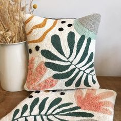 Abstract & Nature cushions & 2 in punch needle 🌿 Unique creations handmade in France 🇫🇷 Available on our Etsy… Diy Pillows, Decorative Pillows, Accent Pillows, Cushions, Pull Crochet, Diy Crochet, Pillow Embroidery, Embroidered Pillows, Embroidery Ideas