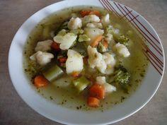 Zupa jarzynowo - brokułowa z zacierkami na kości wędzonej wieprzowej i swojskiej kiełbasce z dzika