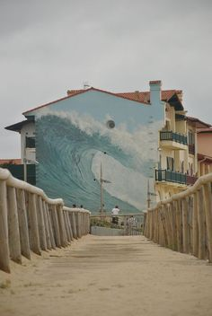 Hossegor. Just about as inspirational as a mural can get.