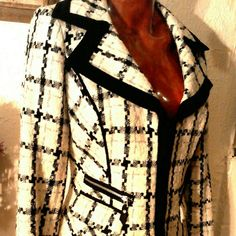 White House Black Market Blazer Sz Small Pre-owned White House Black Market Blazer in size small. Form fitting Gorgeous jacket photos do not do it justice! No stains foul smells, dual front zipp pockets. Inner lining is thinning a bit in certain spots! I would keep it It doesn't fit I'm so annoyed! White House Black Market Jackets & Coats Blazers