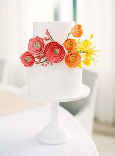 25 Autumn inspired wedding flowers // Image by Jen Huang via as seen in Modern Wedding Flowers Magazine. See more www.modernwedding.com.au #weddingcake