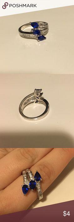 blue gem ring Has 3 blue gems. NWOT Jewelry Rings