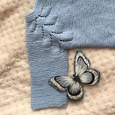 Ideas que mejoran tu vida Tricot Baby, Cotton Club, Crochet Baby Shoes, Baby Cardigan, Baby Sweaters, Baby Shower Cakes, Knitting Projects, Baby Knitting, Eyeliner