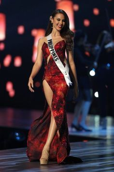 Grey Fashion, Look Fashion, Miss Universe Swimsuit, Miss Universe Dresses, Grey Swimsuit, Grey Gown, Best Gowns, Miss Dress, Pageant Dresses