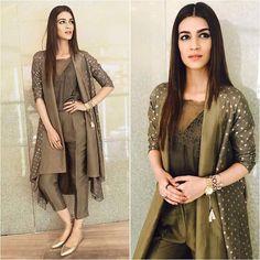 New wedding dresses unique colour Ideas Pakistani Dresses Casual, Indian Fashion Dresses, Dress Indian Style, Pakistani Dress Design, Indian Designer Outfits, Indian Outfits, Indian Fashion Trends, Indian Wear, Stylish Dress Designs