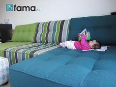 Fama sofás para disfrutar en casa - Momento relax de Lola lectura en el sofá