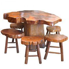 Elegante mesa de corte de tronco. Acompanha 6 bancos. 140 x 112 x 79 cm.