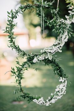 Hanging White Floral Wreaths Greenery Décor Outdoor Floral Countryside Wedding Veneto http://serenagenovese.com/