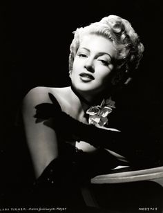 Hollywood actress Lana Turner in long gloves and a choker decorated with flowers. Get premium, high resolution news photos at Getty Images Lana Turner Movies, Turner Classic Movies, Classic Movie Stars, Classic Films, Hollywood Fashion, 1940s Fashion, Hollywood Glamour, Hollywood Stars, Hollywood Actresses