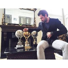 Maks and the mirror balls