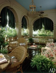 Anthony P. Browne shaded his veranda with festoon curtains inspired by ones he had seen in Venice, Italy. (March 1989)