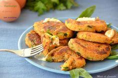 Gli hamburger di patate con zucchine, possiamo servirli come pietanza unica, rendendo felici i nostri amici vegetariani, visto che abbiamo tra gli ingredie