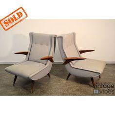 Vintage Deens design fauteuils uit de jaren 50. De stoelen zitten heerlijk. Prachtige vormgeving en de stoelen zijn voorzien van een blauwgrijze bekleding.