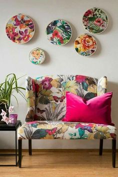 Floral fabrics in embroidery hoops mounted on wall above sofa with floral print upholstery – 12262302 – Get high-quality interior design images for your projects – rights-managed and royalty-free Funky Furniture, Home Decor Furniture, Diy Home Decor, Furniture Design, Indian Room Decor, Living Room Decor, Bedroom Decor, Cozy Bedroom, Printed Sofa