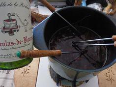 Image recette Fondue Vigneronne, Fondue Raclette, Bouillon Fondue, Bite Size, Wok, Crepes, Chocolate Fondue, Tapas, Tea Party