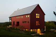 4,500 square feet; 3 bedrooms plus bunk room, 3½ bathrooms   The footprint, including the large north-facing porch, is roughly 75 feet long and 26 feet wide   near Madison, Wisconsin   Bill Bickford, Architect