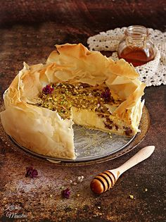 If you are a fan of Baklava dessert,then this is a must-try! Baklava lovers (like me ! ) will enjoy the the flavors of mix roasted nuts with Cinnamon and honey filling, all together with a twist of traditional Greek dessert! The cheesecake is rich and creamy, and the flaky filo baklava layers on top provide a nice crunch. what a way to combine two delicious desserts into one! Oriental one ha! :)